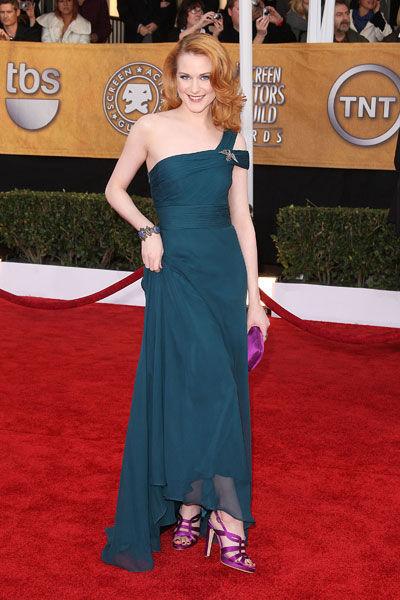 Evan Rachel Wood wears Monique Lhuillier with Sergio Rossi heels and clutch