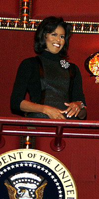 Bling brooch steals the show at the Kennedy Centre