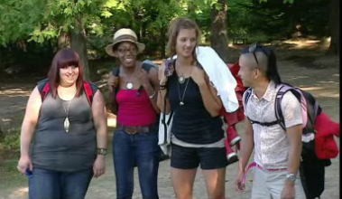 City-slicker designers arrive. Only Kim seems to be embracing this challenge.
