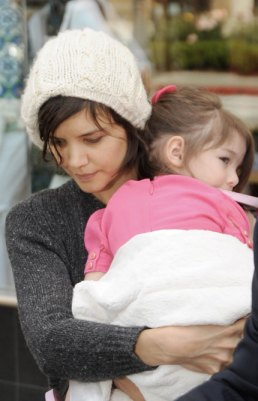 Katie Holmes will have one Suri and one wooly cap. To go.