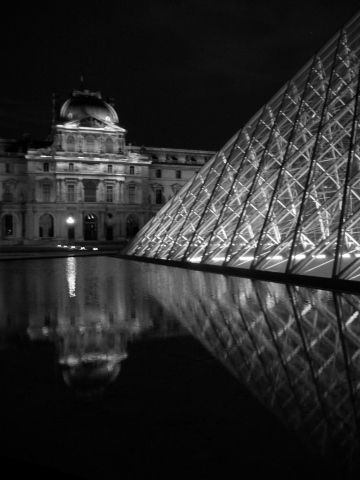 Le Louvre at night.