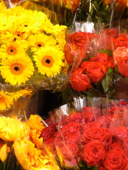 Sunny flowers at the market.