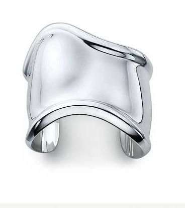 http://fashioninmotion.files.wordpress.com/2009/12/elsa-peretti-bone-cuff-sterling-silver-725_tiffanydotcom.jpg