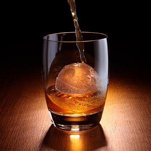 Entering the season's busiest shopping day = reward on ice. This cool globe ice cube is the