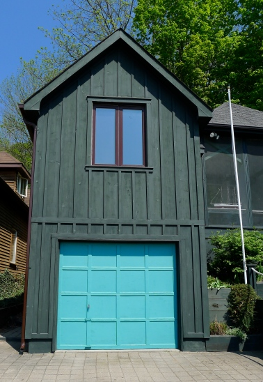 Bright garage door at Port Stanley, Ontario